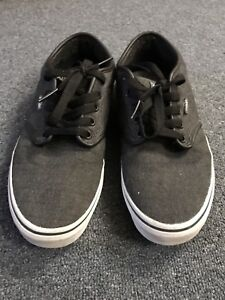 Selling Vans shoes in great condition, Men's size 9.5