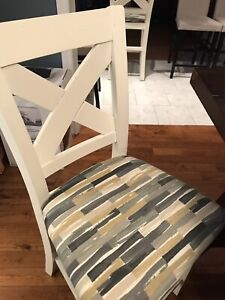 Bar stools / Dining table