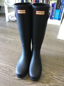 Black hunter rain boots, size 7
