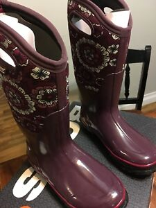 Women's winter boots size 6