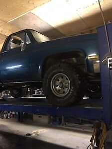 Parting 81 Chev c 20 truck 4/4