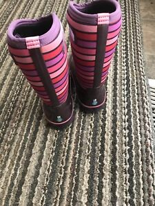 Used Girls Bogs insulated Boots