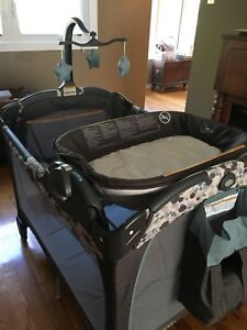 Graco Pack 'n Play Playpen with Portable Lounger & Changer