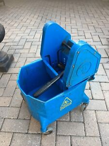 Mop bucket with Ringer