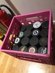 109 rondelles de hockey à vendre