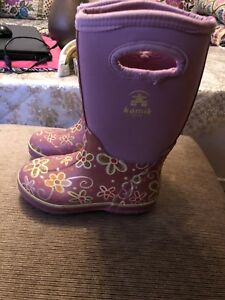 Kamik girls winter boots size 11. AVAILABLE
