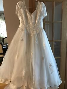 Wedding dress with tiara / NEGOTIABLE