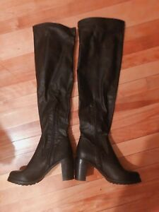 Steve Madden women boots over knee high almost new