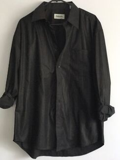 Men's large black sleeve shirt