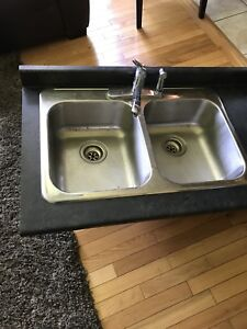 Double kitchen sink whit the faucet and counter top