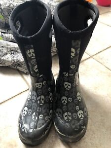 Boys youth Bog winter boots skulls size 4 used one season