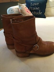 Leather boots size 7