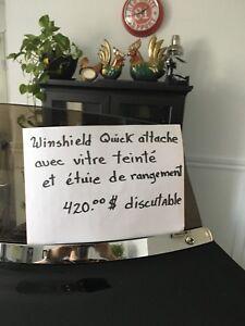 Winshield quick attache flh