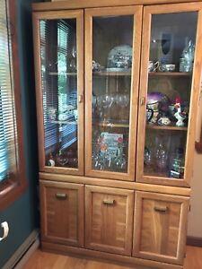 Armoire vitrée 160$ nouveaux prix