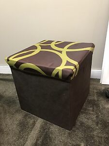 Collapsible storage bench