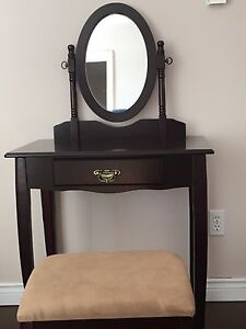 Vanity with bench (mint condition)