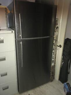 Hisense 526L Stainless Steel refrigerator (fridge)