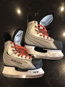 Boys hockey skates size 3