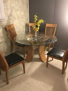 Kitchen table for sale. 485$ OBO