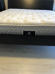 SEALY POSTUREPEDIC KING MATTRESS