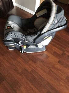 A car baby seat