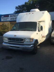 2001 Ford E350 16' Cube truck