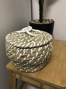 small grass basket with lid Oak Flats Shellharbour Area Preview