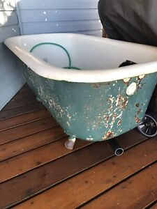 Free Cast Iron Bathtub - Scrap or use