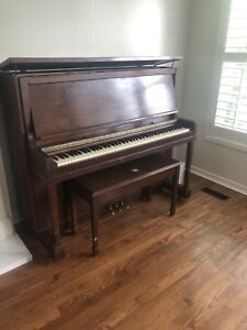 Upright piano Lesage