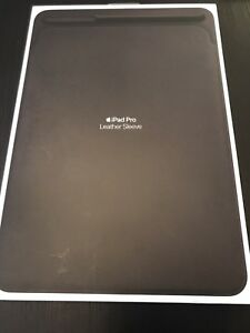 BNIB Apple iPad Pro 10.5 Leather Sleeve / Case