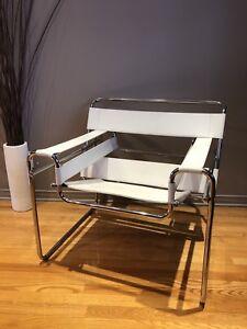 Chaise cuir blanc et tubulaire chrome