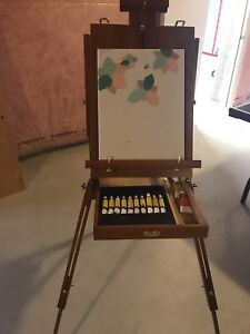 REDUCED- Art Easel - that folds to carry case