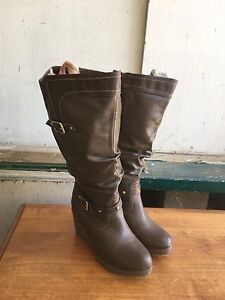 Lady's shoes/boots
