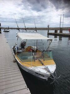 Quintrex 4.3 fishabout 25hp Johnson
