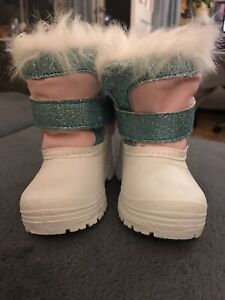 Size 4 girl winter boots new without tag