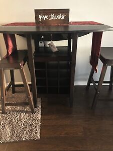 Cherry brown kitchen table with chairs