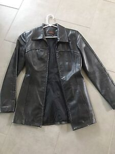 Ladies size small Danier leather jacket! Excellent condition