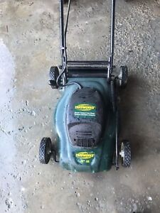 Yardworks 14inch lawnmower 115obo