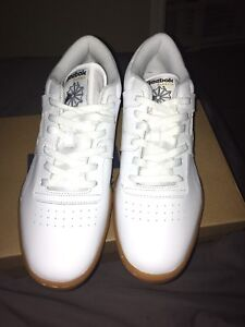 White Reebok ahoes