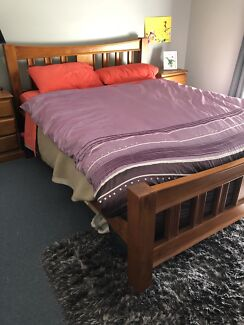 4 peace bedroom set including queen size bed