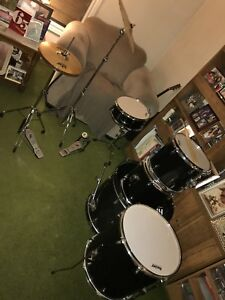 Rocker 8 piece drum set!
