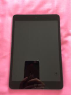 ipad mini1 with 16GB wifi version. No scrathes as new
