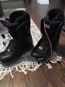 'Thirty Two' like new snowboard boots