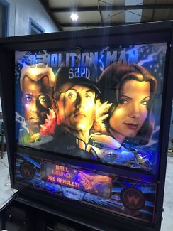 DEMOLITION MAN PINBALL MACHINE BY WILLIAMS WITH LEDs & MIRROR BLADES