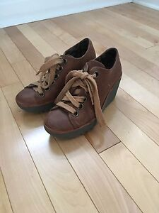 London Fly lace up shoes