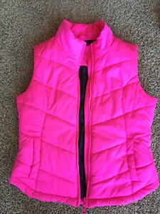 Light-medium weight Aeropostale vest