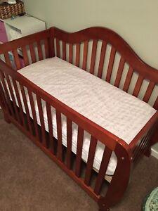 Stork Craft Crib with mattress