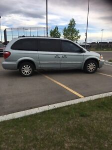 Chrysler Town+Country Loaded and Safetied