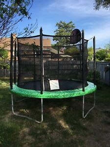 Vuly trampoline with basketball hoop