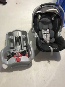 Graco Baby / infant car seat with base